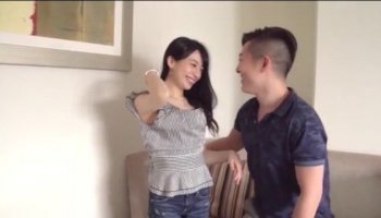 Hotty mesmerizes hunk with 10pounder riding
